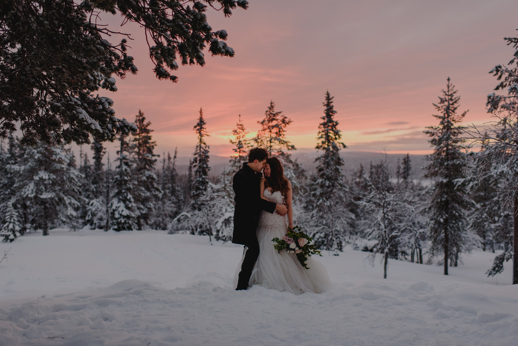 LAPLAND WEDDING PHOTOGRAPHER awesome winter wedding sunset